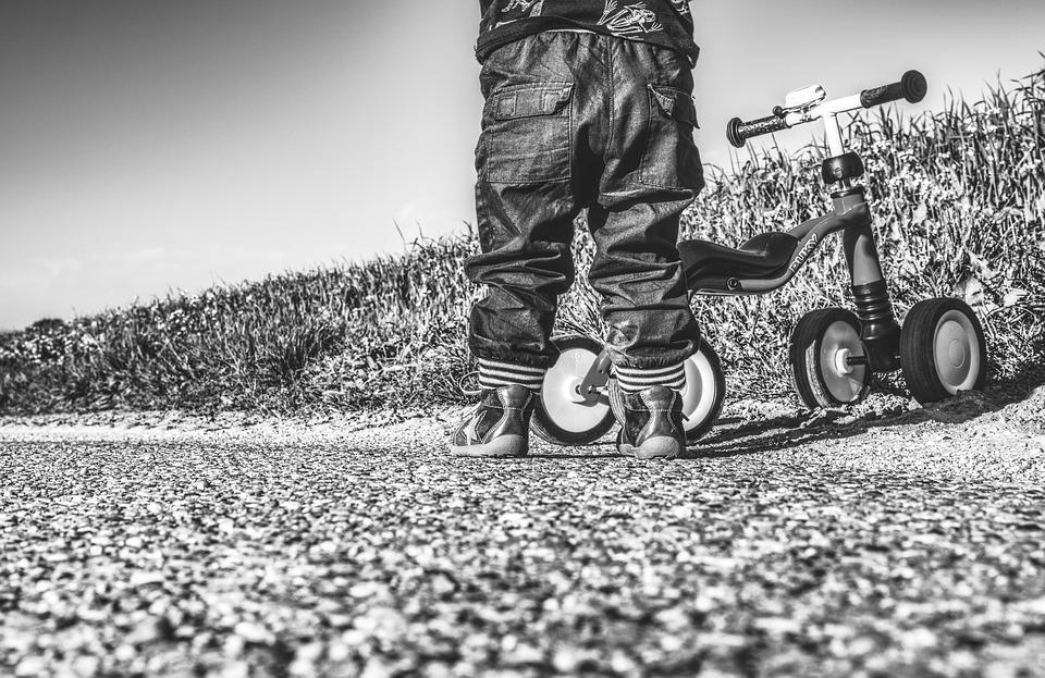 Laufrad und Kind