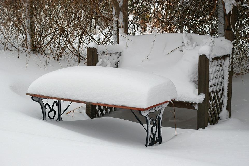 Garten schneebedeckt